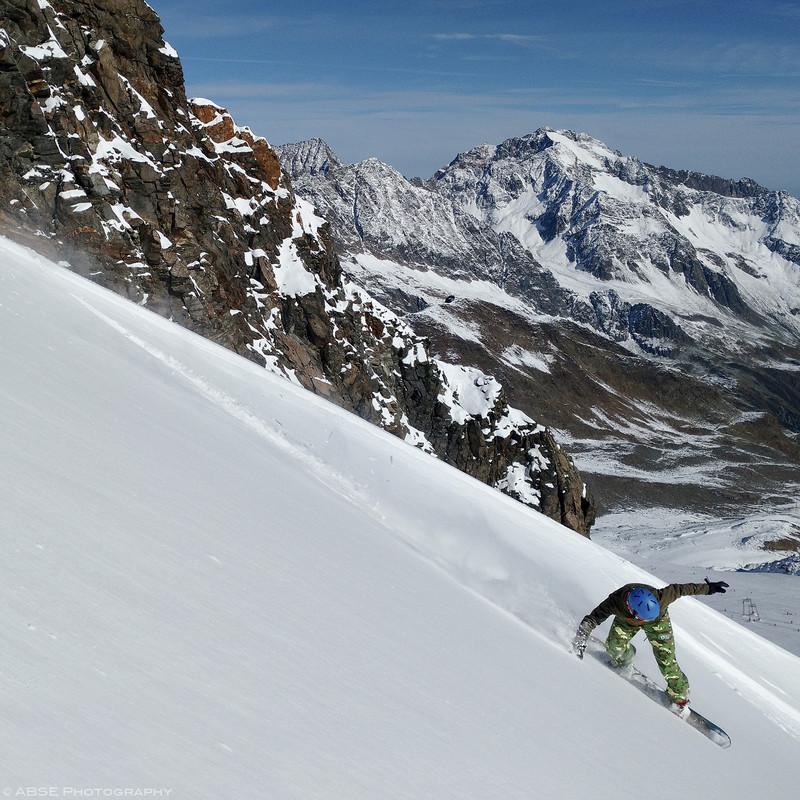 http://blog.absephotography.com/wp-content/uploads/2016/10/freeride-stubaier-gletscher-premiere-powder-october-2016-tirol-snowboard-800x800.jpg