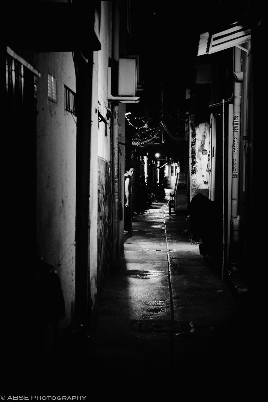 ho-chi-minh-vietnam-candide-urban-portrait-woman-alleyways