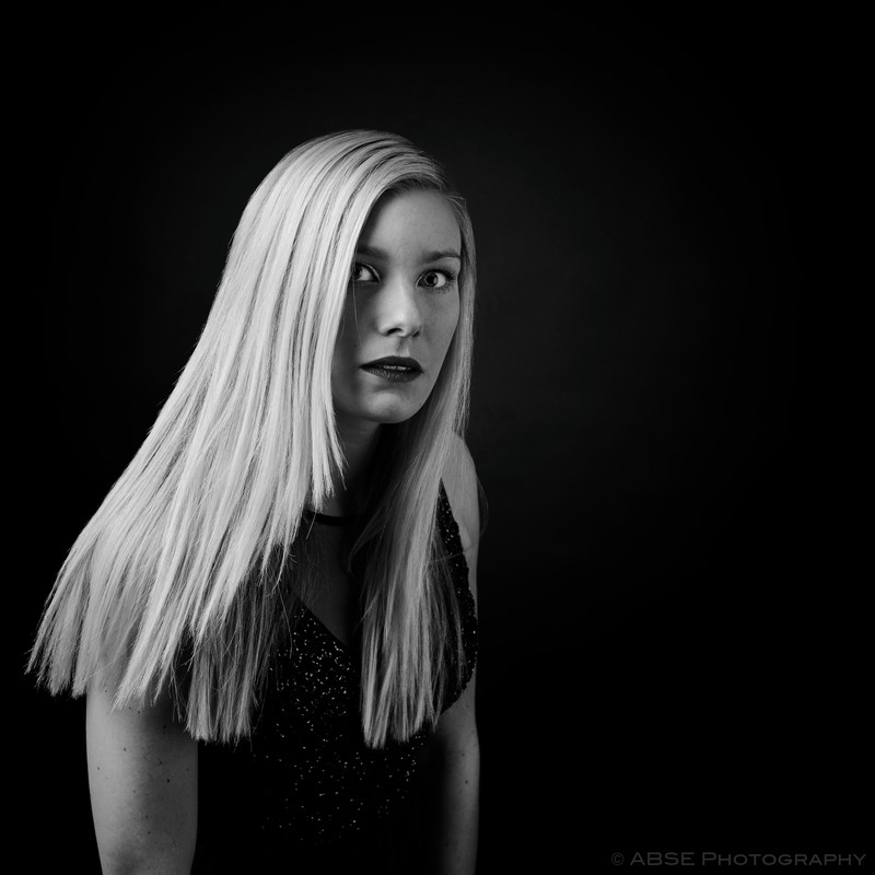 http://blog.absephotography.com/wp-content/uploads/2017/04/melly-portrait-black-and-white-look-800x800.jpg