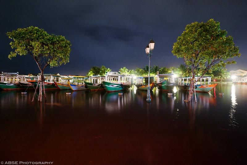 http://blog.absephotography.com/wp-content/uploads/2017/09/hoian-hoi-an-vietnam-water-flood-light-night-shot-long-exposure-2-800x533.jpg