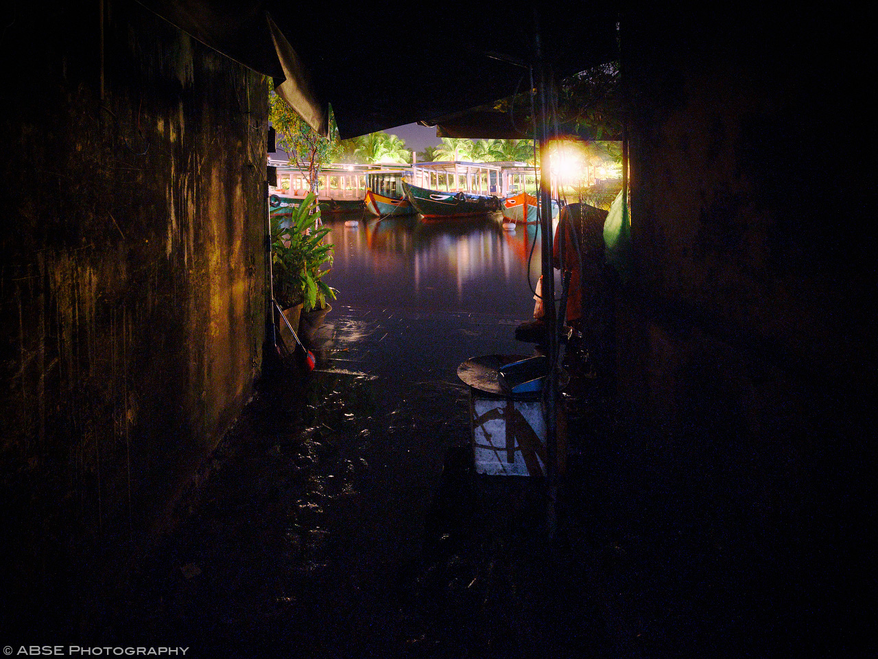 IMAGE: http://blog.absephotography.com/wp-content/uploads/2017/09/hoian-hoi-an-vietnam-water-flood-light-night-shot-long-exposure-3.jpg