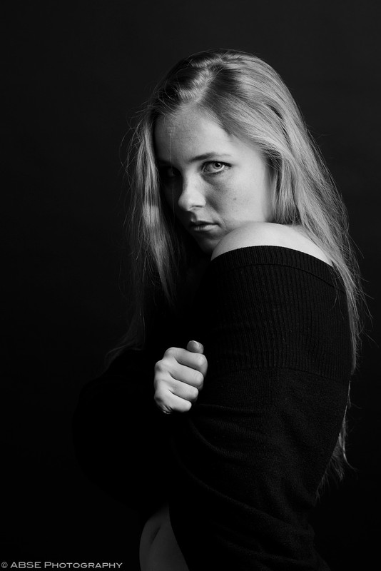http://blog.absephotography.com/wp-content/uploads/2017/10/aurora-nordica-portrait-studio-black-and-white-hug-534x800.jpg