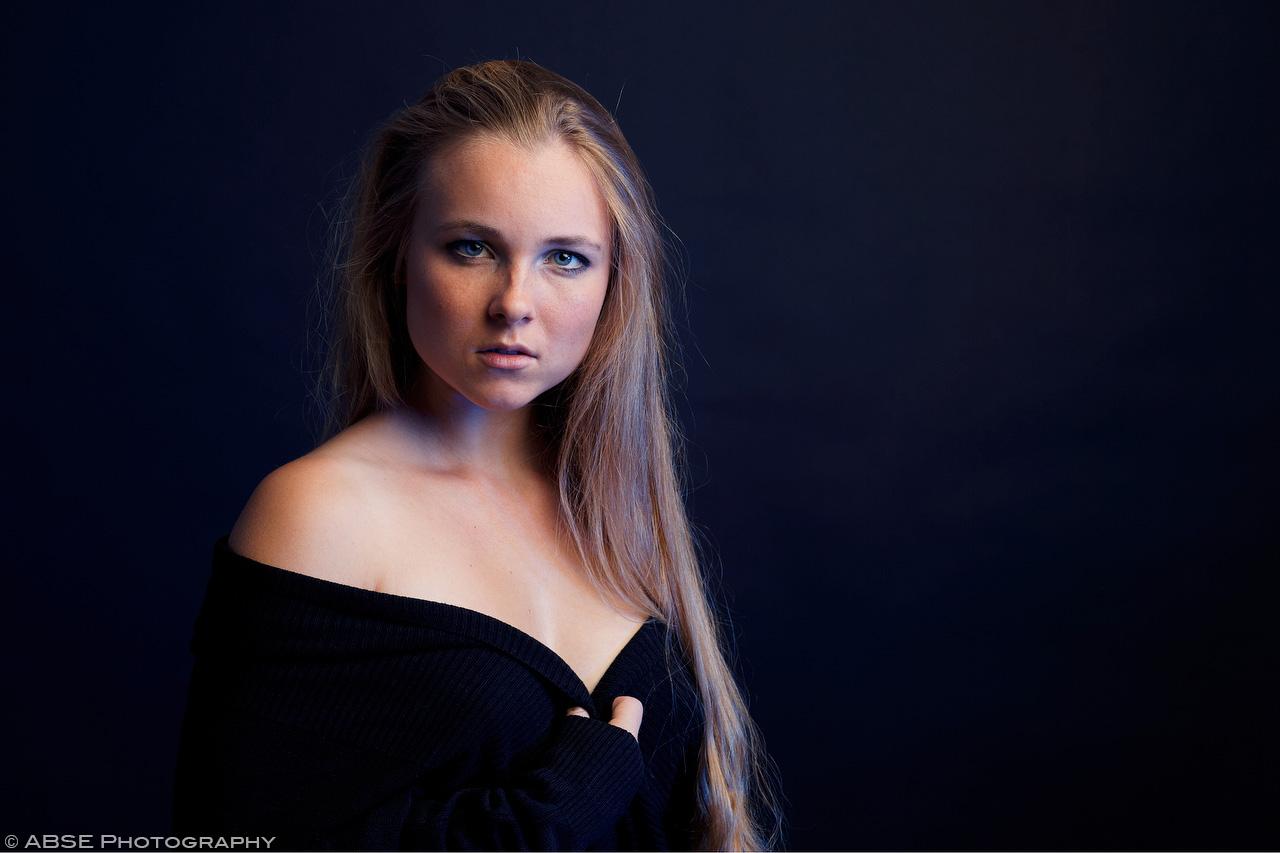 IMAGE: http://blog.absephotography.com/wp-content/uploads/2017/10/aurora-nordica-portrait-studio-blue.jpg