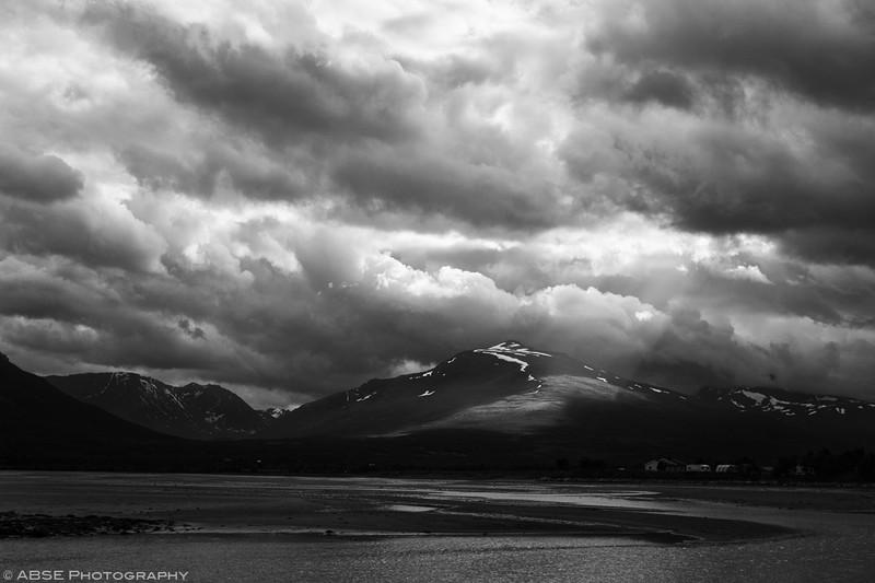 http://blog.absephotography.com/wp-content/uploads/2018/02/Breivikeidet-norway-landscape-lightray-clouds-mountains-black-and-white-800x533.jpg