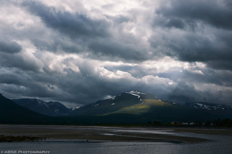 http://blog.absephotography.com/wp-content/uploads/2018/02/Breivikeidet-norway-landscape-lightray-clouds-mountains-colors-800x533.jpg