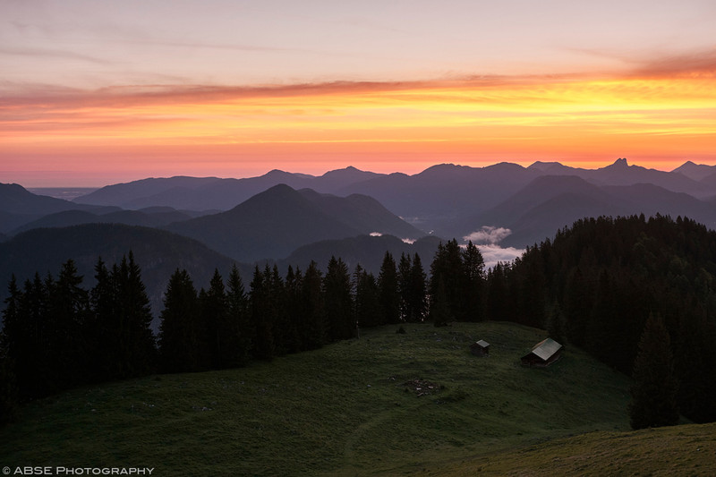 http://blog.absephotography.com/wp-content/uploads/2018/05/sunrise-bavaria-mountains-hutte-trees-landscape-800x533.jpg