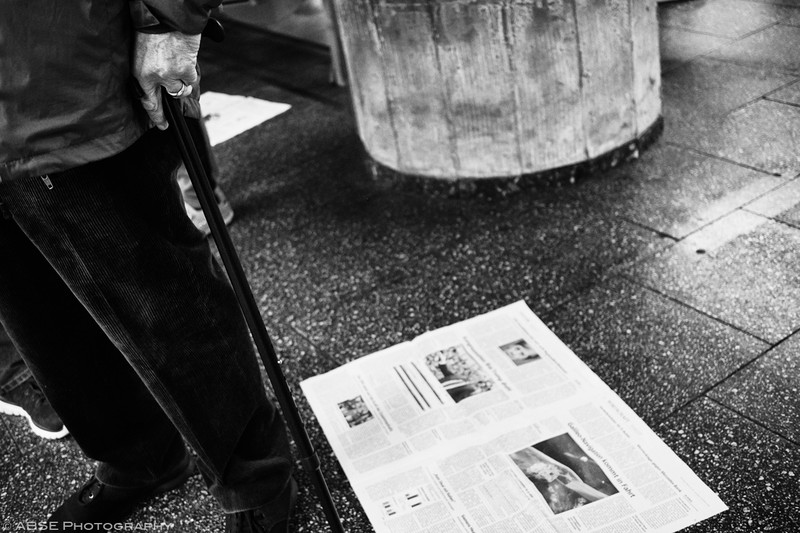 http://blog.absephotography.com/wp-content/uploads/2018/11/the-hand-project-serie-black-and-white-candide-munich-s-bahn-cane-newspaper-2018-800x533.jpg
