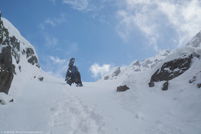 http://blog.absephotography.com/wp-content/uploads/2018/12/splitboard-stubai-snow-mountains-snow-couloir-steep-800x533.jpg