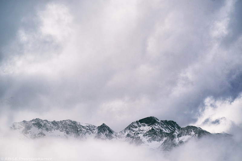 http://blog.absephotography.com/wp-content/uploads/2018/12/stubai-snow-mountains-clouds-tirol-austria-001-800x533.jpg
