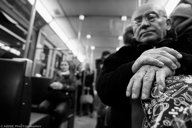 http://blog.absephotography.com/wp-content/uploads/2019/01/hands-old-man-seating-black-and-white-ubahn-munich-december-2018-seating-800x533.jpg