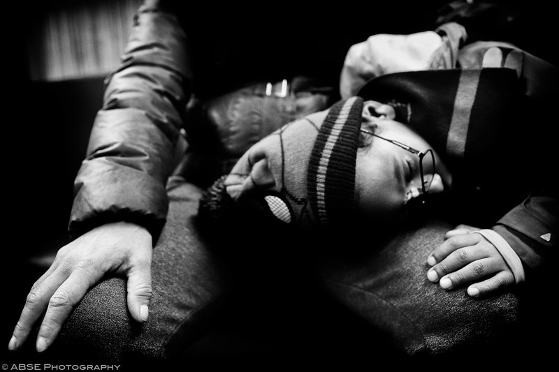http://blog.absephotography.com/wp-content/uploads/2019/01/hands-project-black-and-white-transport-ubahn-munich-december-2018-kid-sleeping-800x533.jpg