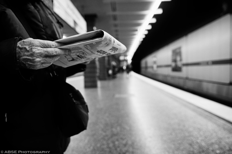 http://blog.absephotography.com/wp-content/uploads/2019/01/hands-project-black-and-white-transport-ubahn-munich-december-2018-standing-800x533.jpg