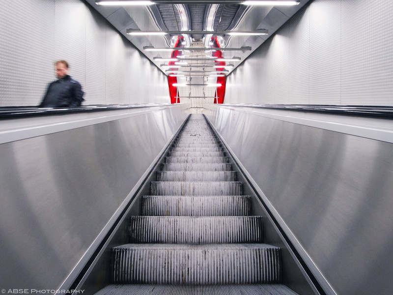 http://blog.absephotography.com/wp-content/uploads/2019/04/munich-escalator-urban-red-slash-ubahn-april-2019-800x600.jpg